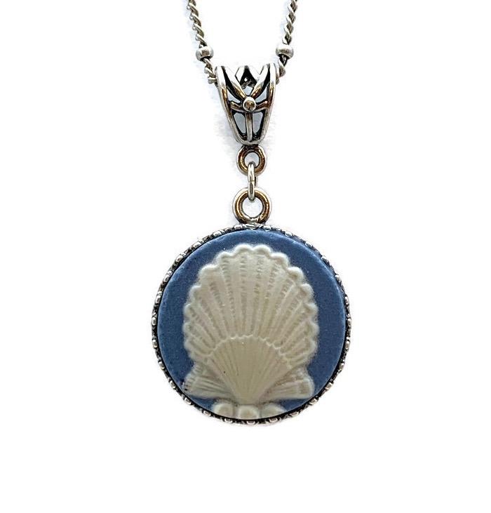 wedgwood-pendant